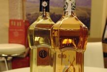 Bouteilles Muscat Rose Exclusif et Muscat Carte Ord des Vignerons de Beaumes de Venise