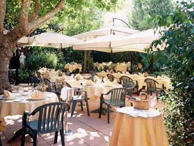 restaurant h tel de france c t jardin ollieres 83470. Black Bedroom Furniture Sets. Home Design Ideas
