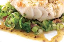 Morue fraîche poêlée au cumin Salade de chou à la ventrêche et beurre d'algues