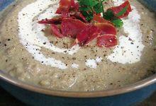 Crème de champignons au jambon cru croustillant