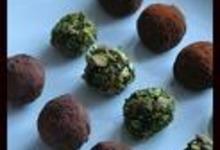 Truffes au thé matcha et aux pistaches