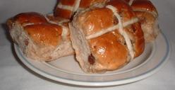 Hot cross bun, la brioche anglaise du Vendredi Saint.