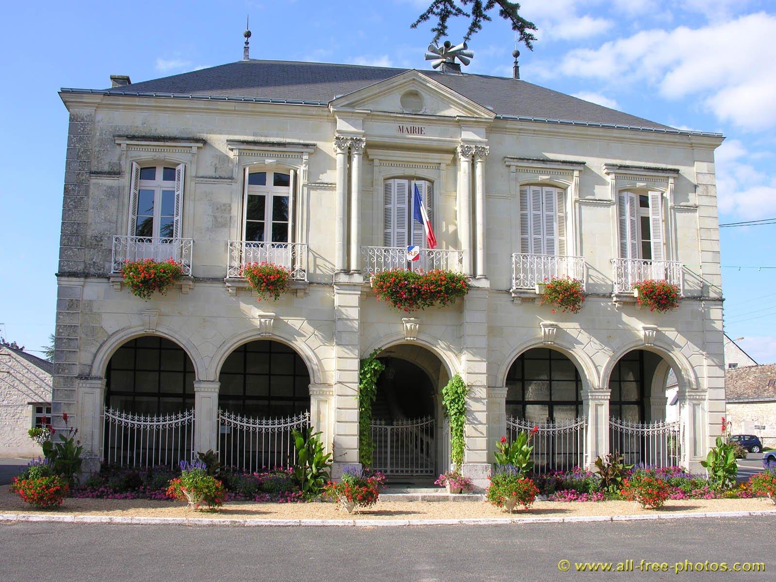 Vignobles et belles demeures de bourgueil restigne 37140 for Demeures belles