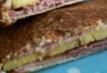 http://www.recettespourtous.com/files/imagecache/recette_fiche/img_recettes/13820_recette_croque_ananas_jambon_fume_epices_cajun.JPG