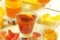 Gelée de Sauternes et de champagne sur lit de roses Mousse de chocolat à la fleur de jasmin