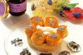 Petit Saint-Honoré au confit de fleurs de violettes et fleurs cristallisées