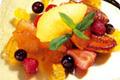 Poêlée de fruits frais et fruits confits, sorbet à la mandarine
