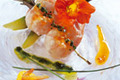 Brochette de langoustines fleurie au zeste d'orange confit
