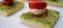 Canapés tomate mozzarella au pistou (c) www.easyfrenchcook.com