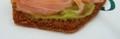 Tapas pain d'épice orange avec guacamol et saumon fumé