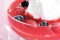 Soupe de fruits rouges meringuée