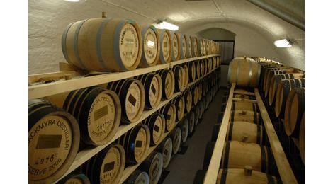 entreposage en cave du whisky Mackmyra