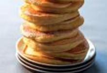 Pancakes à la banane, au rhum et aux raisins