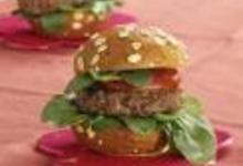 http://www.recettespourtous.com/files/imagecache/recette_fiche/img_recettes/2840_Hamburguer_de_petits_pains_aux_cereales_sur_lit_de_mache.jpg