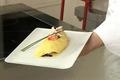Omelette roulée au saumon fumé et aux olives