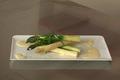 Grosses asperges vertes et blanches, sauce hollandaise