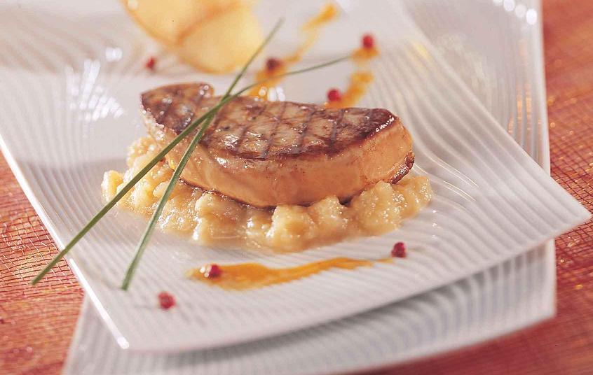 recette foie gras de canard po le aux pommes jus d agrumes au porto blanc. Black Bedroom Furniture Sets. Home Design Ideas