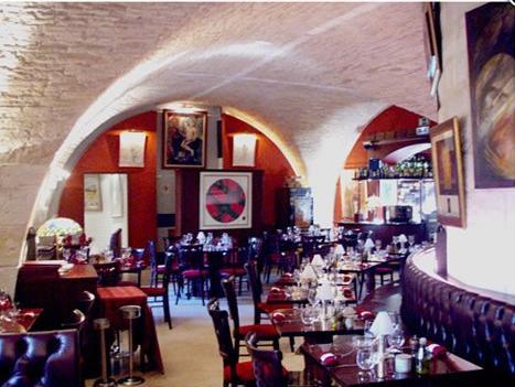 restaurant wine bar le cheval blanc n mes 30000. Black Bedroom Furniture Sets. Home Design Ideas