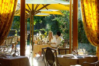 restaurant ch teau de montcaud restaurant les jardins de montcaud sabran 30200. Black Bedroom Furniture Sets. Home Design Ideas