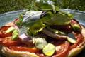 TARTE A LA TOMATE ET MORTEAU salade de mesclun à la cancoillotte