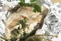 Blancs de poulet, sauce aux herbes et Gruyère AOC
