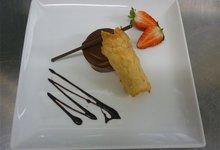 fondant chocolat noir  vanillé tuile aux amandes