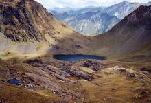 le lac du Lavedan et le col d'Uzious vus en descendant de la hourquette d'Arre