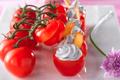 Tomates farçies à l'Ail Rose de Lautrec  et chèvre cendré