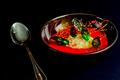 Soupe de fraises, sorbet basilic et tuile de caramel par Grégory Cuilleron