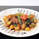 Le magret de canard rôti aux « pralinettes » caramélisées, jus de veau à l'estragon