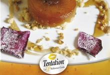 Pomme Tentation® rôtie façon tatin, crumble aux noix et gelée à la rose