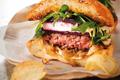 burger au chèvre et à La betterave