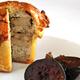 Pâté en croûte aux sots-l'y-laissent et foie gras,  figues confites en marinade de champagne