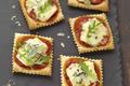 Mini pizzas apéritives au Bresse Bleu