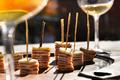 Millefeuilles de pommes, jambon cru et tomme de Savoie, au bâton de réglisse
