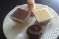 Assiette gourmande avec 4 petits desserts