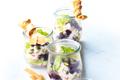 Salade Waldorf avec des myrtilles sauvages
