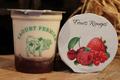 yaourts fermiers sur lit de fruits rouges