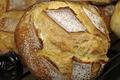 pain au levain, façonné à la main et cuit au feu de bois