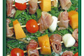 brochette jambon de Vendée, tomate cerise, melon, mozzarella