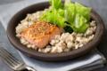 Pavé de saumon au sésame, étuvée de chou vert et crozets bio