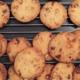 La Maison des Biscuits. Cookies aux noisettes caramélisées et pépites de chocolat au lait.