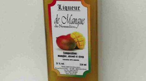 Distillerie de Nessadiou. Liqueur de mangue